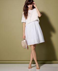 Une soirée bohème en robe blanche (se porte avec ou sans pull) http://www.comptoirdescotonniers.com/eboutique/collection-femme/robes/7258-tralou-couleur-off-white-ref-tralou.html?trend=1836&utm_source=pinterest_page&utm_medium=social_media&utm_term=cible_FR&utm_campaign=blancdete