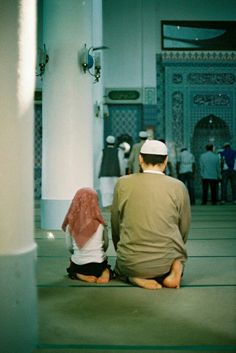 Father and Daughter at the Mosque Originally found. Islamic Art and Quotes Muslim Family, Muslim Couples, Islamic Art, Islamic Quotes, Islamic Messages, Muslim Pray, Moslem, Religion, Islam Women