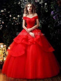 35 Red Wedding Dresses That'll Leave You Re-Thinking White dresses Wedding Gown Images, Red Wedding Gowns, Wedding Gown A Line, Colored Wedding Dresses, Perfect Wedding Dress, Red Gowns, Lace Ball Gowns, Ball Dresses, White Dress