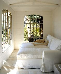 I want that couch in my sun room. I'm going to convert my porch into a sun room/mud room maybe.