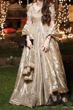 trendy indian wedding dress for girls pakistani bridal Pakistani Fashion Party Wear, Pakistani Wedding Outfits, Indian Fashion Dresses, Pakistani Wedding Dresses, Indian Designer Outfits, Bridal Outfits, Designer Dresses, Shadi Dresses, Pakistani Formal Dresses