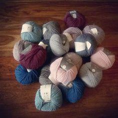 Nachschub #cantstopknitting #stricken #knitstagram #knitlove #wolle #knitting #knit #wool knit@lumiqi.com Dory, Hoods, Winter Hats, Knitting, Instagram Posts, Breien, Cowls, Cooker Hoods, Tricot