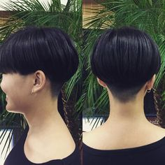 "44 Likes, 4 Comments - ikegame kenichi (@afrottic) on Instagram: ""今日はボブからの刈り上げショート。 大学生活最後の冒険ヘア。。 攻めました*\(^o^)/* #attic#美容室 #武蔵藤沢 #入間#刈り上げガール#刈り上げ女子 #ショートカット"""