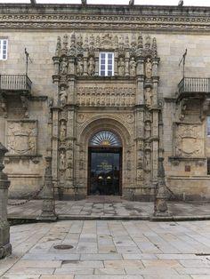 """27. hospital real de santiago - portada. MUESTRAN,  UN INDUDABLE DE ECLECTICISMO entre lo """"moderno"""" y lo """"antiguo"""" . Ejemplos importantes son: el hospital real de Santiago, El de la Santa Cruz de Toledo, y el hospital real de Granada.  Todos diseñados por el arquitecto ENRIQUE EGAS (hijo de Egas Cueman"""
