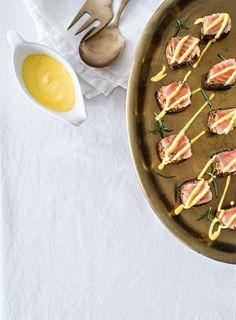 Lohipastrami ja sahramikastike | K-ruoka #joulu #alkuruoka Serving Bowls, Xmas, Plates, Tableware, Food, Licence Plates, Dishes, Dinnerware, Griddles
