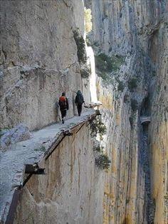 CAMINITO DEL REY | Desfiladero de los Gaitanes (El Chorro) bij Álora in Andalusië.    Lees meer: http://spanje-escapada.blogspot.nl/2012/07/desfiladero-de-los-gaitanes-en-el.html
