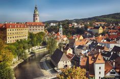 Česky Krumlov, República Checa Encóntrase na rexión de Bohemia Meridional. Arquitectura gótica, renacentista e barroca Beautiful Places To Visit, Oh The Places You'll Go, Great Places, Tivoli Gardens, World Heritage Sites, The Great Outdoors, Travel Inspiration, Around The Worlds, Europe