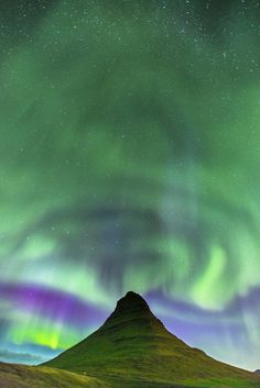 Green Hat by ✅ Luca Micheli - Photo 178511433 / Luca, Sky Moon, Green Hats, Beautiful Sky, Aurora Borealis, Night Photography, Landscape Photos, The Good Place, Northern Lights