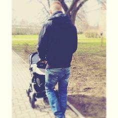 Thanks @bettyherzchen #prouddaddy #onthego with his #littleone enjoying the stroll in an #abcdesign #stroller  #cooldaddy #daddysbaby #pram #kinderwagen #thinkbaby #winterstroll #newborn #baby