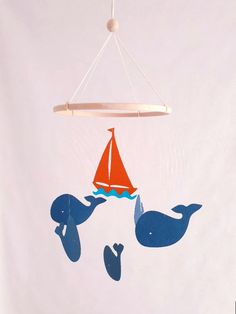 Mobile pour bébé 5 baleines et bateau sur cercle en bois en papier cartonné recyclé Décor de chambre Cadeau de naissance Mobile pour berceau Decoration, Etsy, Card Stock, Baby Crib Mobile, Paper Mobile, Decor, Deko, Embellishments, Decorating