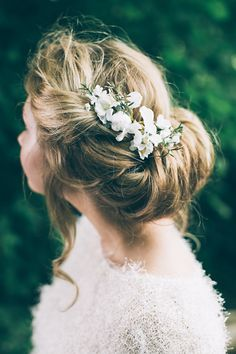 Twisted Bridal Undo with White Flower Hair Accessory | Peach Woodland Wedding Inspiration | Faux Flower Accessories From Florrie And Eve | Real Flowers By Nadia di Tullio | Images by HBA Photography | x | http://www.rockmywedding.co.uk/perfect-faux-flower-crowns-from-florrie-eve/