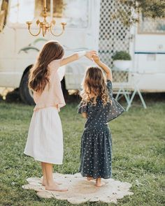 """2,199 Likes, 53 Comments - @ministyleblog on Instagram: """"how sweet is this scene?! 👭💦🌿