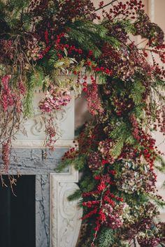 Bohemian Christmas, Elegant Christmas Decor, Indoor Christmas Decorations, Christmas Swags, Christmas Flowers, Rustic Christmas, Christmas Fireplace, Christmas Mantels, London Christmas
