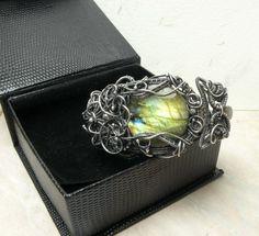 Shallin - silver wire wrapped bracelet with labradorite