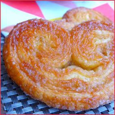 Une petite recette de palmier express (si toutefois vous utilisez une pâte feuilletée prête à l'emploi bien sûr !) nécessitant peu d'ingrédient pour les