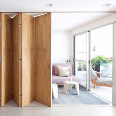 Studio: Ideas to delimit the space, create a - House side Home Interior Design, Interior Architecture, Door Design, House Design, Design Design, Room Divider Doors, Sliding Room Dividers, Room Divider Screen, Moving Walls