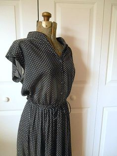 Vintage small polka dot soft pleated 70's day Dress