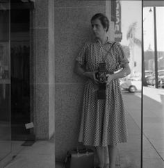Vivian Maier with a Rolleiflex camera. He's been called 'the greatest photographer you've never heard of'. the mysterious Vivian Maier, a nanny based in Chicago who took about photographs in her lifetime and stashed them away. Best Street Photographers, Famous Photographers, Vivian Maier Street Photographer, Vivian Mayer, Photo Portrait, Photo Art, Black And White Photography, Street Photography, Urban Photography