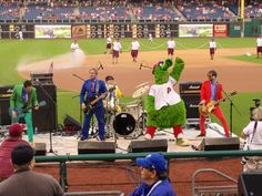 The band Spacehog performing with the Phanatic on 1990's Retro Night on August 22nd