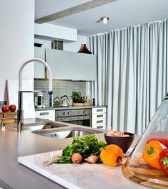 Un condo à l'esprit citadin | Les idées de ma maison  © TVA Publications | Rodolf Noël #deco #cuisine #blanc #comptoir