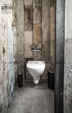 Rustic Small Bathroom With Wood Decor Design that will Inspire You – Home Decor Ideas Wooden Bathroom, Industrial Bathroom, Rustic Bathrooms, Bathroom Interior, Small Bathroom, Modern Bathrooms, Bathroom Toilets, Vintage Industrial, Industrial Style