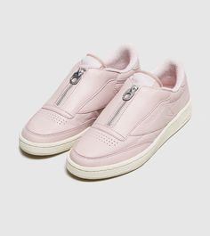Reebok Club C Zip Femme - find out more on our site. Find the freshest in trainers and clothing online now.