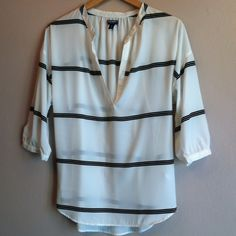 "NWOT Old Navy split neck striped tunic 100% poly white split neck tunic with black stripe pattern. Loose 3/4 sleeves, this top is breezy with an air of cool. Easily dressed up or down. Never worn! Length is approx 28"". Size Medium Old Navy Tops Tunics"