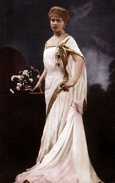 Queen Marie of Romania wearing a Greek-style dress Romanian Royal Family, Romanian Girls, Going Away Dress, Maud Of Wales, Queen Victoria Family, Old King, Victorian Life, Queen Mary, Royal Jewels