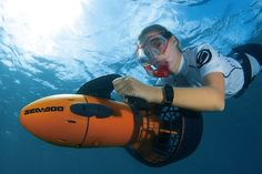 Get on with some underwater activity now! With this Sea-Doo Seascooter in hand, you'll be able to explore the depths of the underwater world like a star.