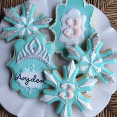 pictures of decorated snowflake cookies - Yahoo Image Search Results Frozen Birthday Cake, Frozen Cake, Birthday Cookies, 3rd Birthday, Olaf Frozen, Cookies For Kids, Cute Cookies, Cupcake Cookies, Olaf Cookies