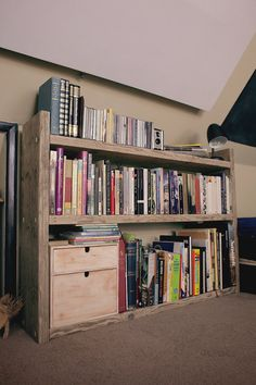 Rustic Chunky Bookcase di PalletableWoodworks su Etsy, £78.00