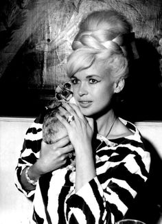 Jayne Mansfield (1933 - 1967) and friend.