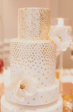 Wedding cake idea; Featured Photographer: Denise Lin Photography