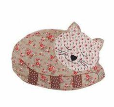 Sleepin' cat cushion. http://www.countryavenue.com/
