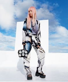 Louis Vuitton ad campaign has become even more irresistible – very few people would associate anime and videogames with designer fashion. With Nicolas Ghesquiere as the captain of the ship, it's go…