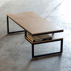 mesa moderna con tonos de madera