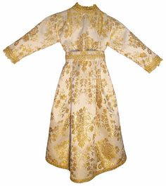 Venta de vestido para imagen de la Virgen María fabricado en tela brocada blanca-dorada. Fajín o cinturón para ajustar el vestido a la figura de la Virgen. Traje decorado con galón dorado en el cuello, en los puños, en el fajín y en los bajos. http://www.articulosreligiososbrabander.es/venta-vestido-virgen-maria-traje-brocado.html #TrajeVirgenMaria #VestidoVirgenMaria #TrajeImagenVirgen #VestidoImagenVirgen #TrajeFiguraVirgen #VestidoFiguraVirgen #VirginMarRobe #VirginRobe