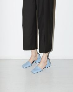 Color of the moment, Slipper Cube Heel, Jil Sander >link in bio Look Fashion, Fashion Shoes, Pantone, Dream Shoes, Jil Sander, Womens Slippers, Sock Shoes, Trends, Me Too Shoes