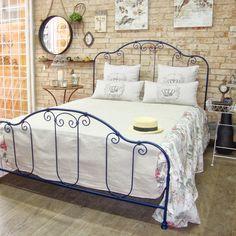 Blog sobre decoração de charme e móveis de ferro. Moveil provençal, camas de ferro, cabeceira de cama box