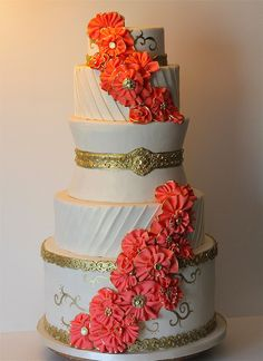 gold and coral wedding cake by Juicy Desserts