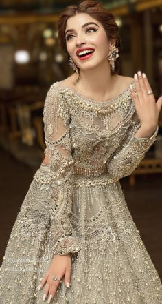 Asian Wedding Dress Pakistani, Pakistani Formal Dresses, Pakistani Wedding Dresses, Pakistani Outfits, Indian Bridal, Dress Neck Designs, Designs For Dresses, Fancy Maxi Dress, Stylish Dresses For Girls
