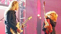 Nancy Wilson And Alice In Chains Perform 'Barracuda' But The Audience Didn't Expect What They Heard… Gretchen Wilson, Nancy Wilson, Best Vinyl Records, Wilson Sisters, Rock Games, The Big Hit, Classic Songs, Alice In Chains, Let Them Talk