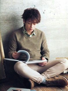 Who says he couldn't be Eugenides? He reads books! Asian Boys, Asian Men, Saitama, Hot Actors, Actors & Actresses, Takeru Sato, Korea, Japanese Boy, Asian Actors