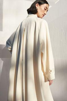 Leather Peplum, Leather Midi Skirt, Mode Mantel, Fashion Details, Fashion Design, Swing Coats, Mode Hijab, Daily Fashion, Fashion Photography
