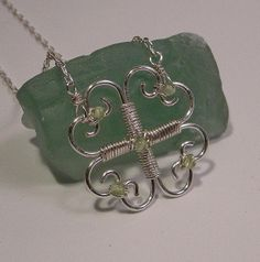 Clover pendant made of wire hearts