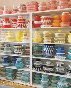 There are a couple of things that you need to understand about Pyrex though. During time, Pyrex was utilized to make numerous dishes for customer use, many with beautiful colors and patterns. As Pyrex seems back, it remains an perfect… Continue Reading → Vintage Kitchenware, Vintage Dishes, Vintage Glassware, Corningware Vintage, Antique Dishes, Vintage Bowls, Vintage Tins, Pyrex Display, Dish Display