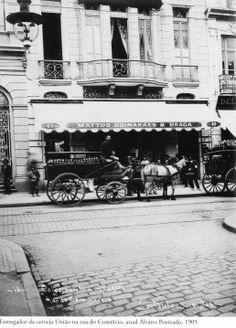 1905 - Entregador da Cerveja União na rua do Comércio, atual rua Álvares Penteado. Foto de Augusto Cesar de Malta Campos. Acervo do Instituto Moreira Salles.