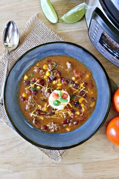 Healthy taco soup is a quick and easy weeknight dinner. This Instant Pot spicy taco soup could not be more delicious. The whole family will love it.they'll have no clue that it's totally Weight Watchers friendly! Healthy Taco Soup, Easy Taco Soup, Healthy Sweet Snacks, Healthy Tacos, Gourmet Recipes, Soup Recipes, Healthy Recipes, Yummy Recipes, Cookbook Recipes