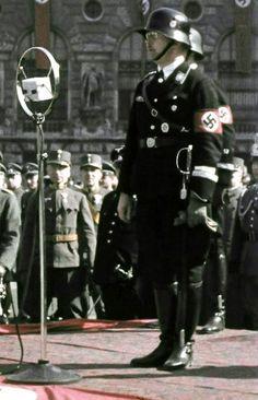Der Reichsfuhrer-ϟϟ Heinrich Himmler — kipomavr: The Leibstandarte SS Offering A Present...