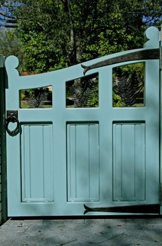 ❤ a perfectly perfect AQUA gate for Aquaries Skye ❤ Front Gates, Entrance Gates, Driveway Gate, Fence Gate, Garden Gates And Fencing, Garden Entrance, Wooden Gates, Fence Design, Landscaping Design